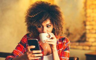 Las consecuencias de vivir pegado al móvil
